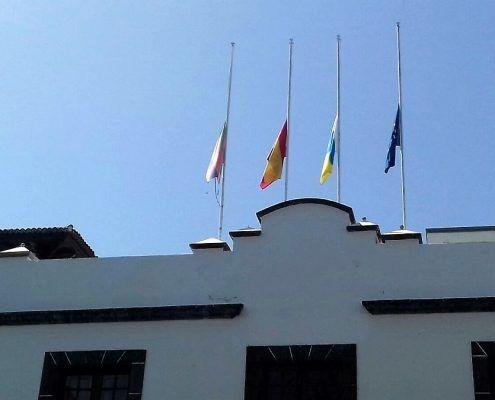 vlaggen halfstok la palma